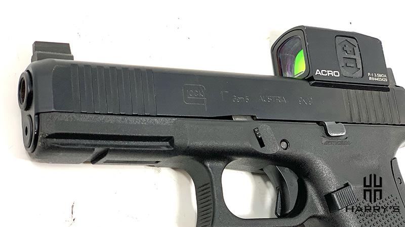 Glock 17 vs Sig P320 glock slide